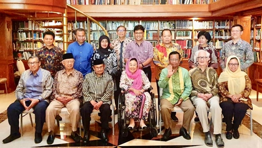 Mahfud MD Bersama Tokoh Suluh Kebangsaan Silaturahmi ke Rumah Habibie
