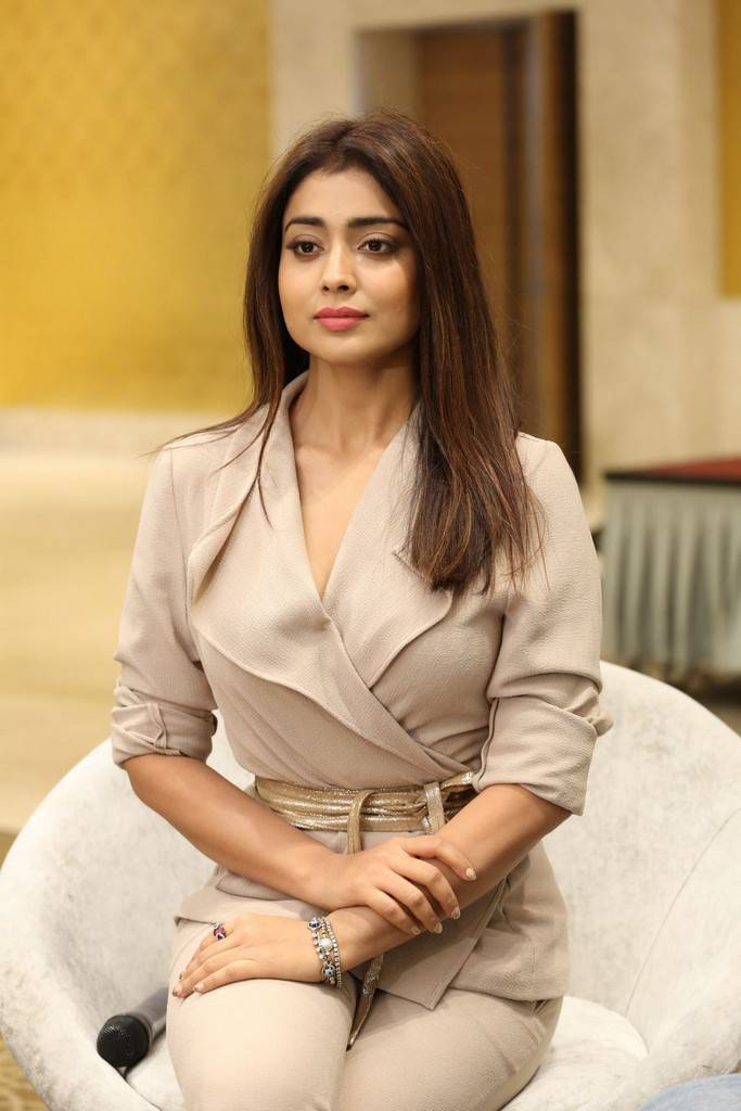 Shriya Saran looks stunning in formals at Gautamiputra Satakarni Team Meet