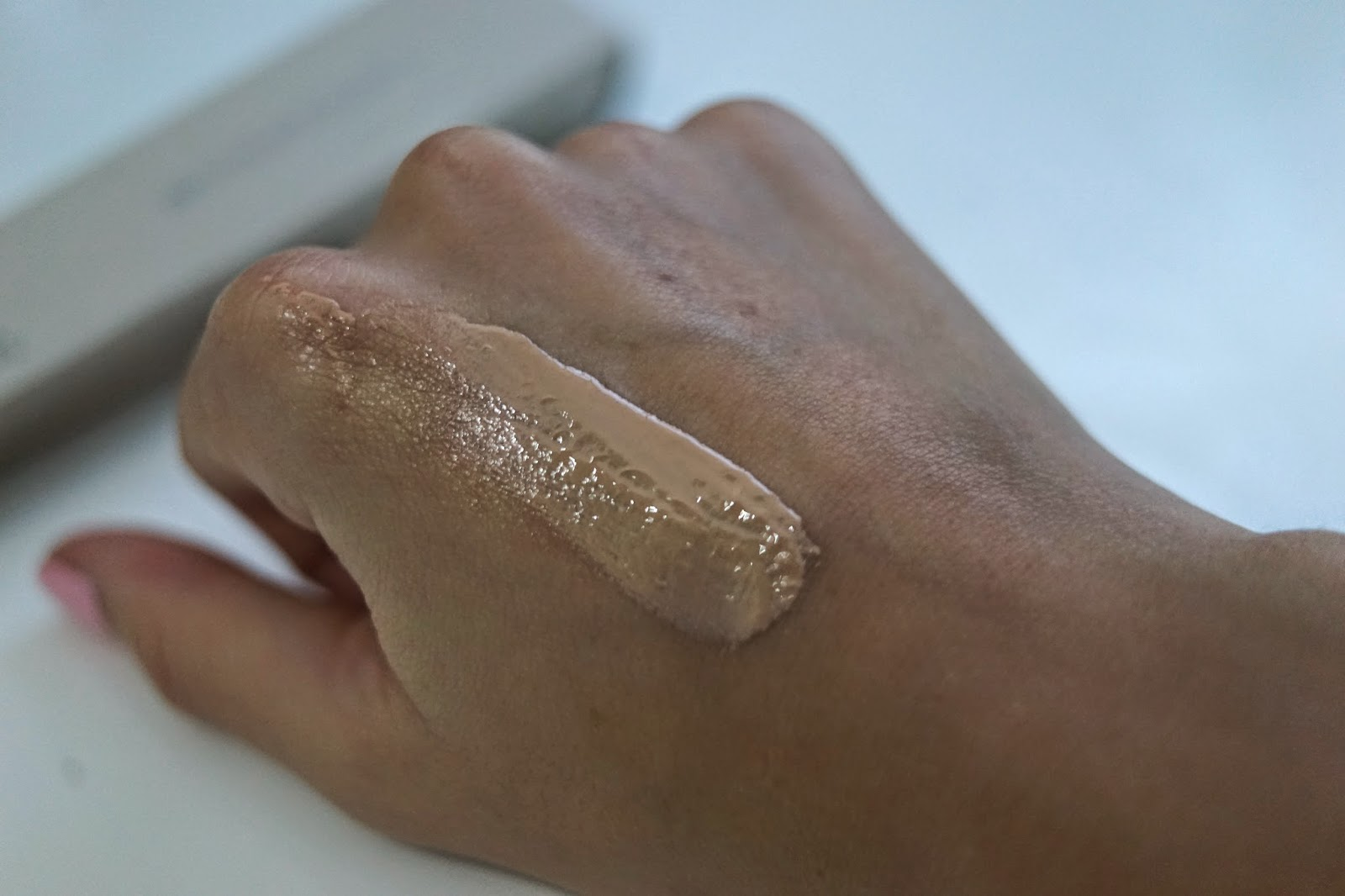 Burberry fresh glow BB cream swatch