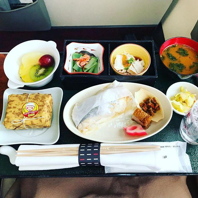 2018年4月下旬:JL305(JAL305) 東京・羽田=福岡 国内線ファーストクラスの機内食内容(朝食)