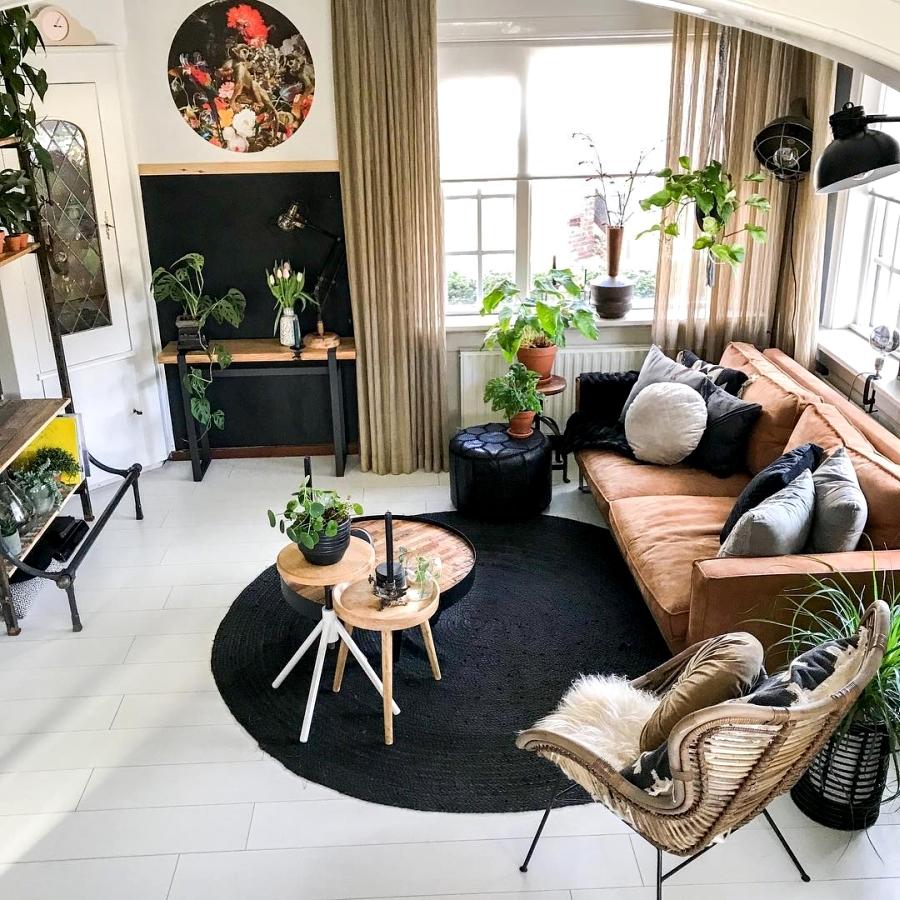Klimatyczne mieszkanie z industrialnymi elementami, wystrój wnętrz, wnętrza, urządzanie domu, dekoracje wnętrz, aranżacja wnętrz, inspiracje wnętrz,interior design , dom i wnętrze, aranżacja mieszkania, modne wnętrza, styl skandynawski, scandinavian style, boho, styl industrialny, industrial style, styl rustykalny, retro, urban jungle, salon, living room, sofa, kanapa, forel