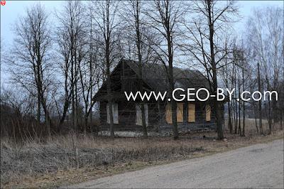 Верхмень. Заброшенный дом у дороги