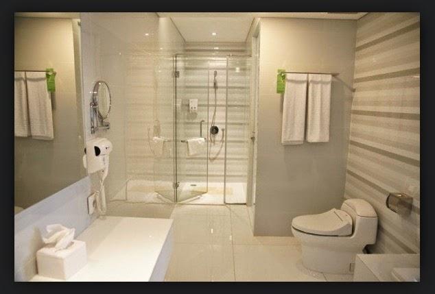 Contoh desain kamar mandi ala hotel bintang 5 for Design hotel bintang 3