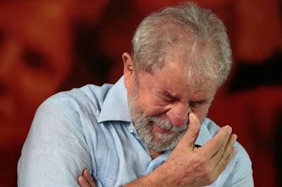 Lula decide não ir para Curitiba