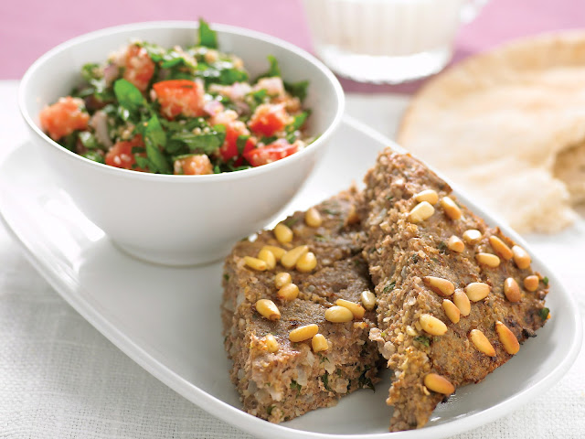 Baked kibbeh with tabouli in a platter