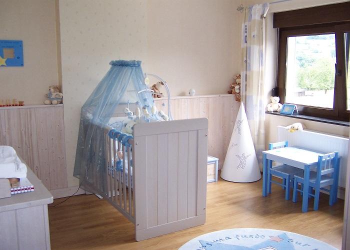 cool papier peint chambre fille murs bleu chambre bebe dcoration chambre bb bleu bb et with 4. Black Bedroom Furniture Sets. Home Design Ideas