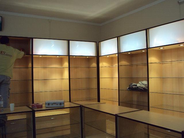 Carpinteria giovanni modulos comerciales vitrinas - Estanterias modulares de madera ...