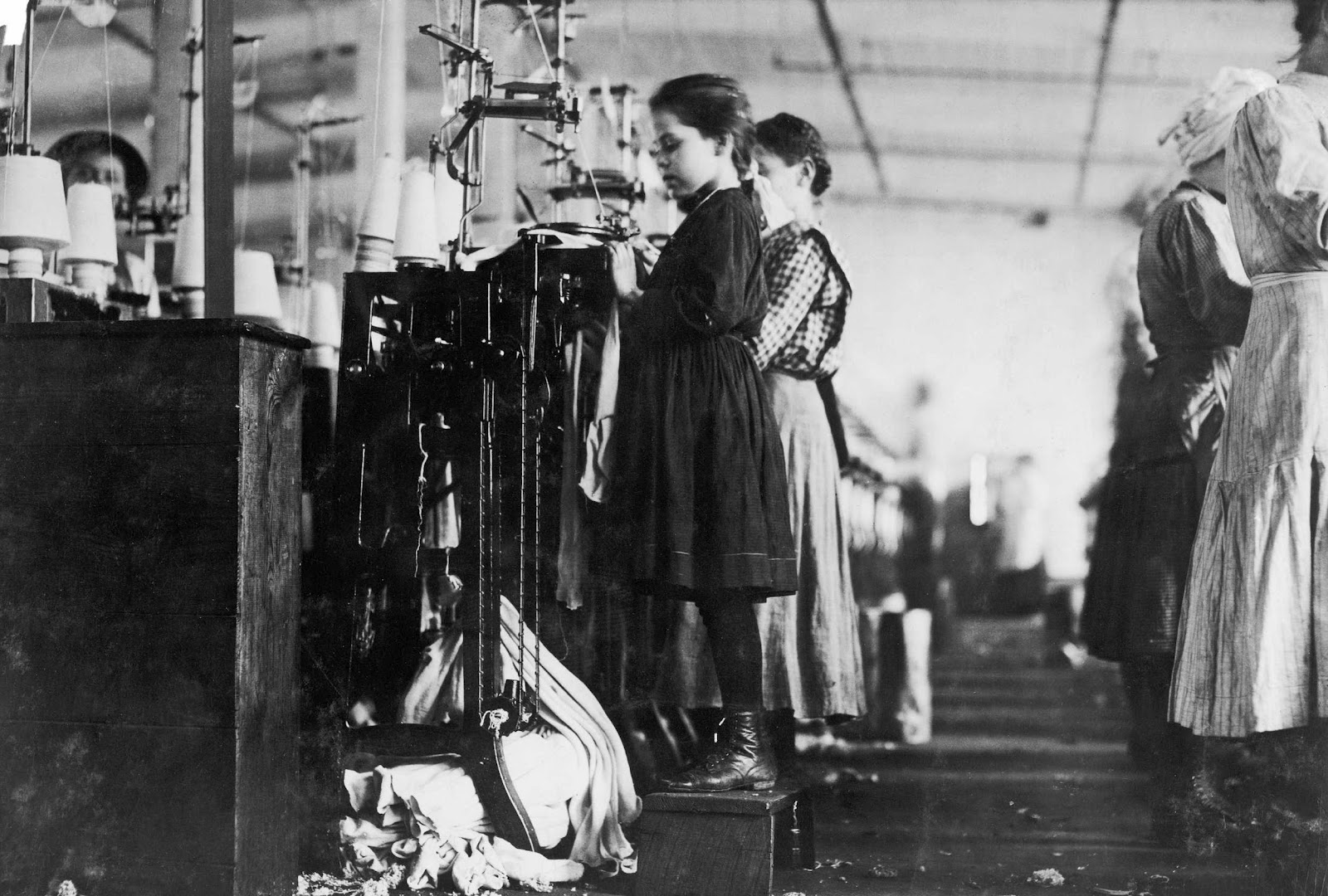History In Photos Lewis Hine Mill Workers Ctd