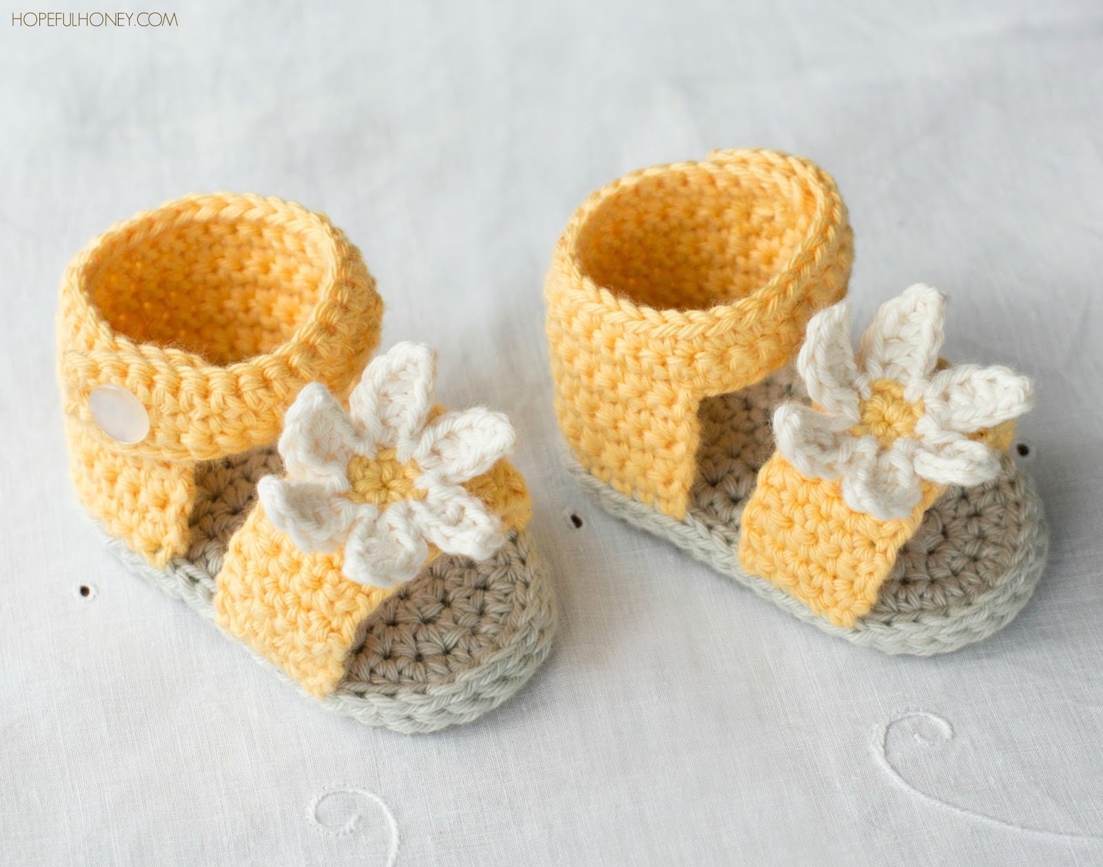 Daisy Delight Baby Sandals - Crochet Pattern + Giveaway ...