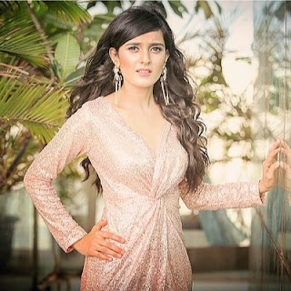 Pankhuri awasthy hot, age, wiki, biography