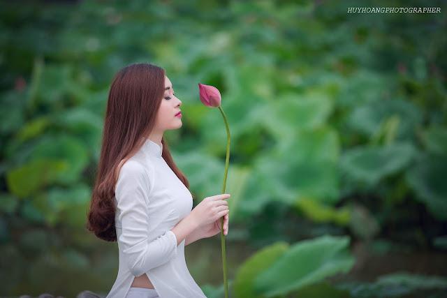 Nữ sinh người mẫu duyên dáng trong tà áo dài áo yếm