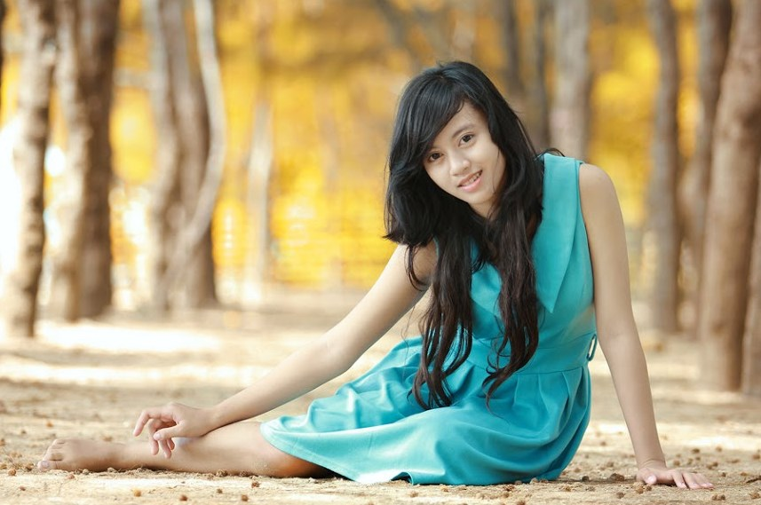 Foto model cantik dengan Gaun