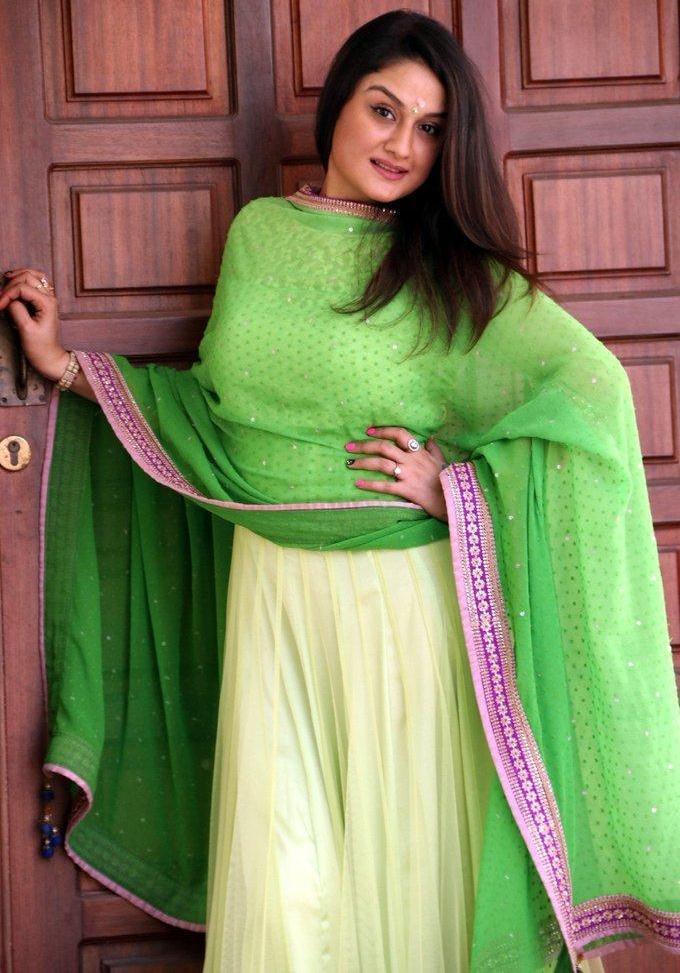 Tamil Actress Sonia Agarwal 2017 Hot In Green Dress