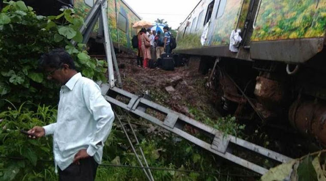 Nagpur-Mumbai Duronto Express, nagpur mumbai train derailed,