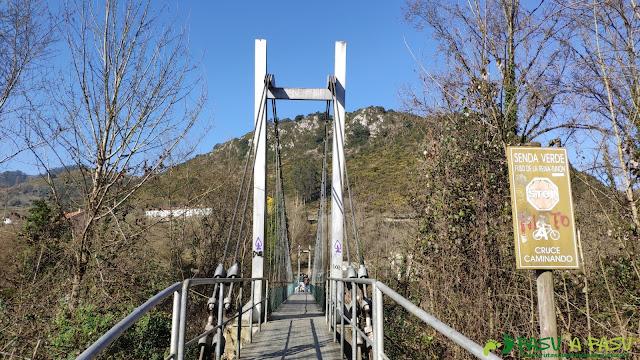 Puente colgante sobre el Río Nalón