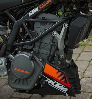 KTM DUKE 125 TOP SPEED DERESTRICTED AND MILEAGE,ON ROAD PRICE IN GUWAHATI,ABS,ORANGE COLOURS WITH FORUM AND BHP POWER AND SPECS