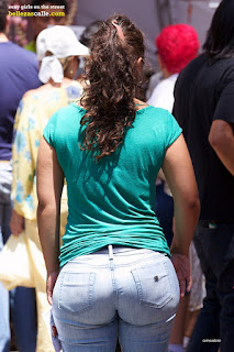 0b30587cc28 Nalgona en jeans ajustados | Mujeres bellas en la calle
