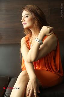 Actress Saloni Aswani Pos in Short Dress at Meelo Evaru Koteeswarudu Movie Interview  0189.JPG