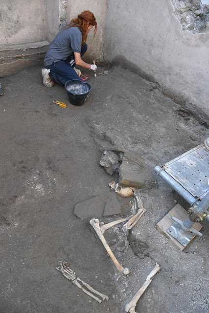 Five skeletons found at Pompeii