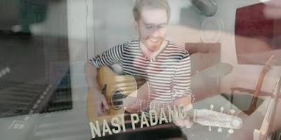 Kisah Lagu Cinta Pria Bule untuk Nasi Padang