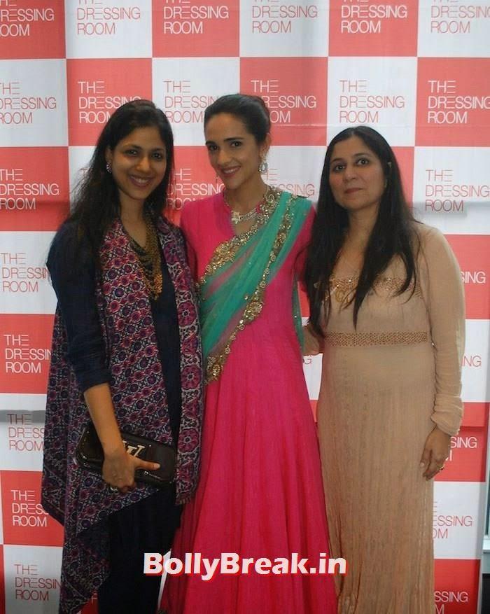 Shilpi Jatia, Tara Sharma, Ritu Bagrodia, Simone Singh & Tara Sharma Latest Hot Pics at Exhibititon