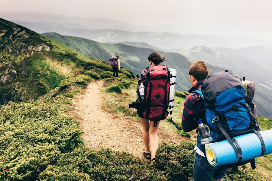 El equipo deportivo para hacer montañismo