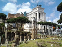 Altar of the Fatherland and the ruins of ancient Rome