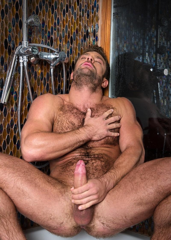 положил руку волосатый самец трахает парня для себя