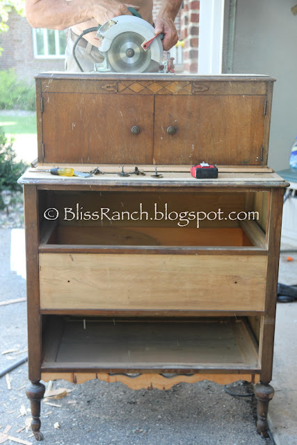 Antique Dresser Becomes Portable Patio Bar, Bliss-Ranch.com