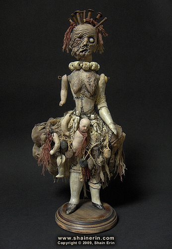 boneca monstro,horrorosa,boneca,pano,caveira,preto,rock,gotico,art,feia