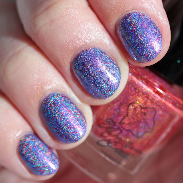 Moonflower Polish Rubí (Ruby) stamped over Lapislázuli (Lapis Lazuli)