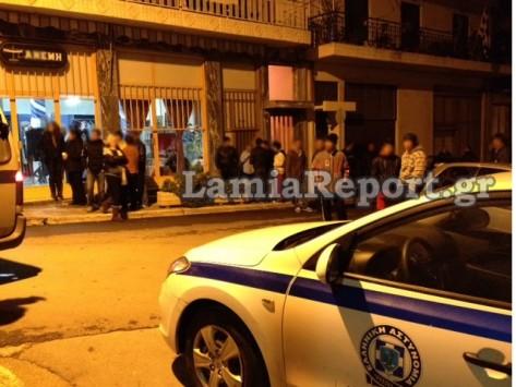 ... ισχυρή δύναμη της αστυνομίας καθώς υπάρχει φόβος νέας επίθεσης για  εκδίκηση! Έλληνες και Αλβανοί ζουν αρμονικά δήλωσε ο Δήμαρχος Απόστολος  Γκλέτσος 2d8ea17d8d3