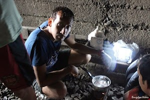 Cooking lunch inside tunnel on the way to Dudhsagar Water Falls