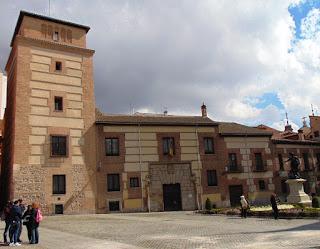 Imagen actual de la fachada principal, de estilo mudéjar, con ladrillo visto y la parte baja de mampostería.