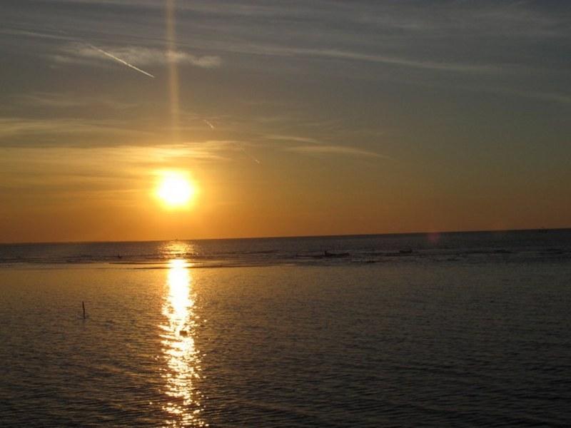 Sunset di pantai pasir putih situbondo)