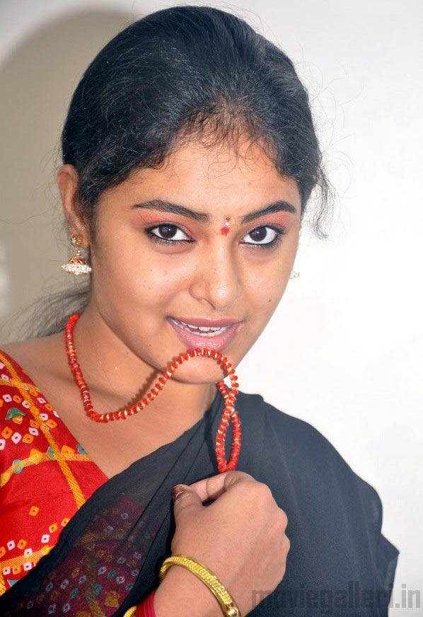 Kingdom Of Photo Albums: Tamil Actress Arundhati Photos Stills