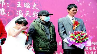 pemuda biayai ibu menikah