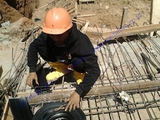 Setelah beton mengeras, pasang swellable waterstop pada sambungan beton. Setelah pemasangan waterstop ini selesai