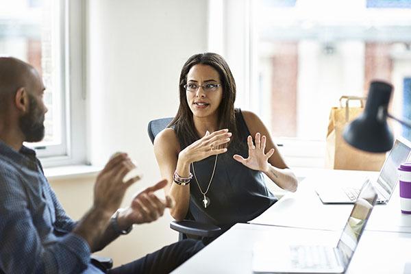 mujeres-industria-tecnológica-empresa-no-prioriza-diversidad-género-Booking-com