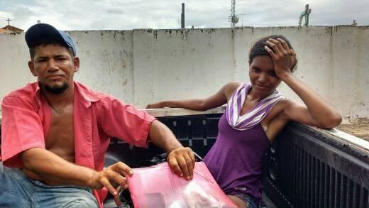 Mucambo-CE: Casal em atitude suspeita é detido pela Policia Militar no centro da cidade.