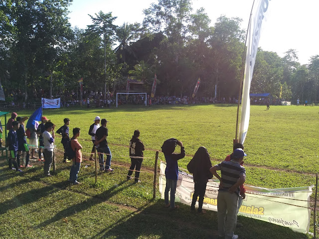 Terik Matahari Bukan Penghalang Masyarakat Tonton Turnamen Ahmading- ST Rabiah Cup
