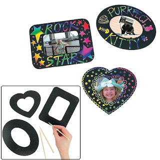 Magic Color Scratch Photo Frame Magnets are an easy craft and can help your girls earn the light green Daisy petal for Mother's Day