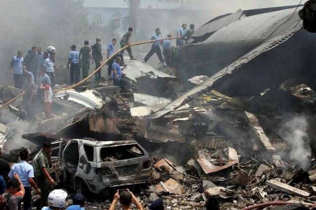 Mortes na queda do avião militar na Indonésia pode passar de 100