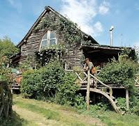 http://3.bp.blogspot.com/-lISxMqPQ3uc/TisXiHuyRNI/AAAAAAAACHk/vK6CdZmjND4/s1600/BBC+Grand+Designs+Ben+Law+-+Build+an+Eco-Home+from+the+woods.jpg