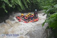 rafting sungai kalibaru sentul bogor