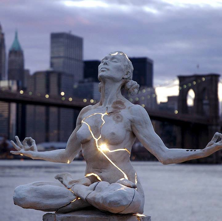 30 Of The World's Most Incredible Sculptures That Took Our Breath Away - Expansion sculpture in Brooklyn Bridge