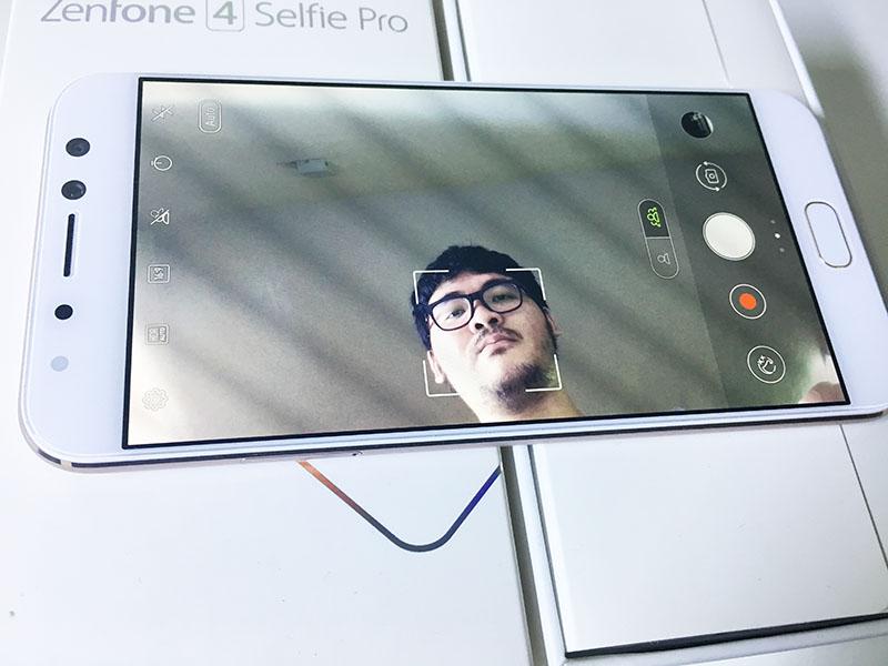 ASUS ZenFone 4 Selfie Pro Review 12