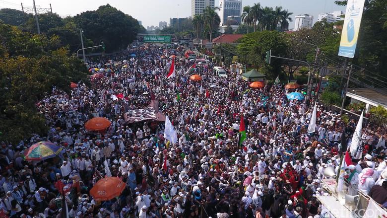 Demo Sukmawati di depan Bareskrim