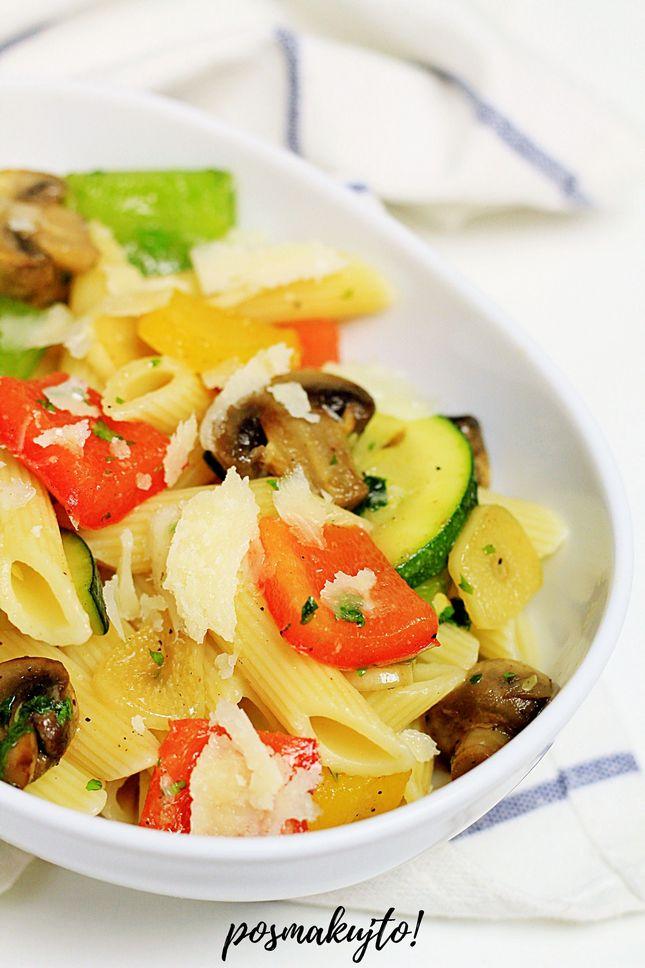 Ekspresowy makaron z warzywami z patelni