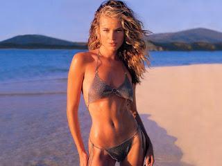 Rebecca Romijn Hot Bikini Near The Seashore